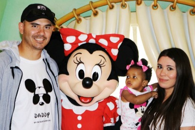 Jesse, Brynlee, and Alicia in Disneyland with Minnie Mouse